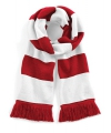 Rood met wit gebreide sjaal